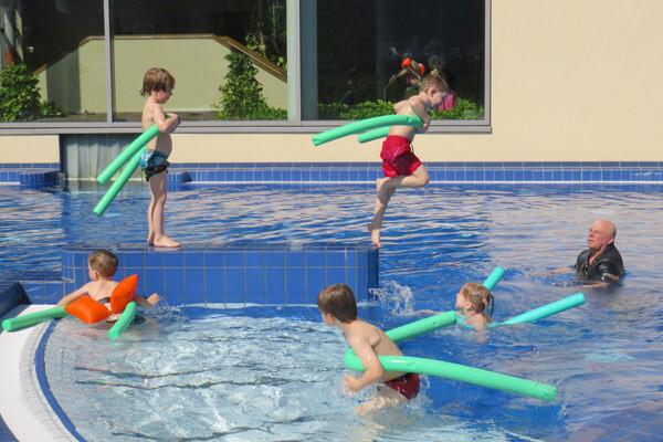 Schwimmen lernen mit Baba im Aqua Salza