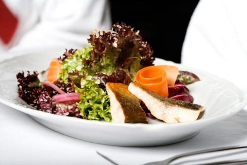 Essen und Trinken im Aqua Salza - Forellenteller