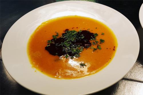 Essen und Trinken im Aqua Salza - - Kuerbissuppe
